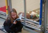 Vaikai dėl nuostabios priežasties paliktiems šunims skaito knygas