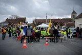 """Neramumai Prancūzijoje: """"geltonųjų liemenių"""" protestuotojus policija vaikė ašarinėmis dujomis"""