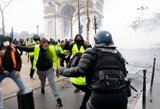 Prancūzijos valdžia atsitraukia: sustabdomas riaušes sukėlęs sprendimas