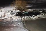 Šilutės rajone po ledu palindo 200 tūkst. eurų kainuojantis automobilis