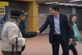 """""""Ką tik iškeptas"""" Kanados premjeras parodė politikams, kaip reikia švęsti laimėtus rinkimus"""