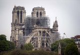 """Macronas žada """"dar gražiau"""" atstatyti Dievo Motinos katedrą"""