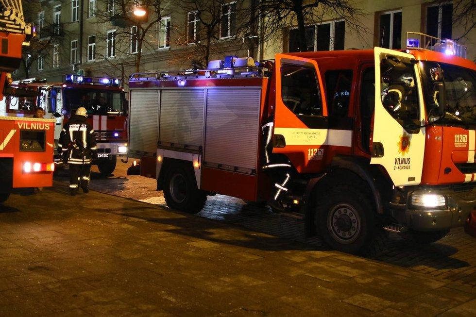 Vilniuje ugniagesiai skubėjo gesinti butą – gaisro priežastis nustebino  nuotr. Broniaus Jablonsko