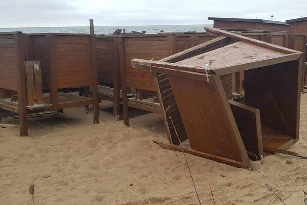 Klaipėdoje vandalai suniokojo vasaros sezonui poilsiautojams skirtą turtą (nuotr. facebook.com)