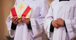 Mažėja besirenkančių kunigystę: kartais nebaigia nė pusė įstojusiųjų