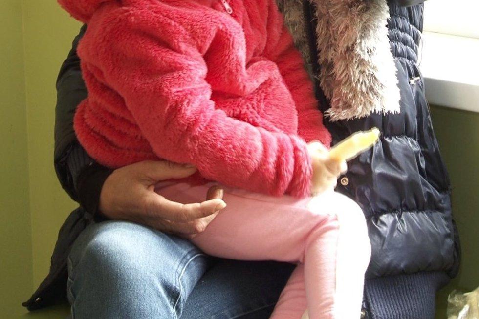 Vaikų mama (nuotr. stop kadras)