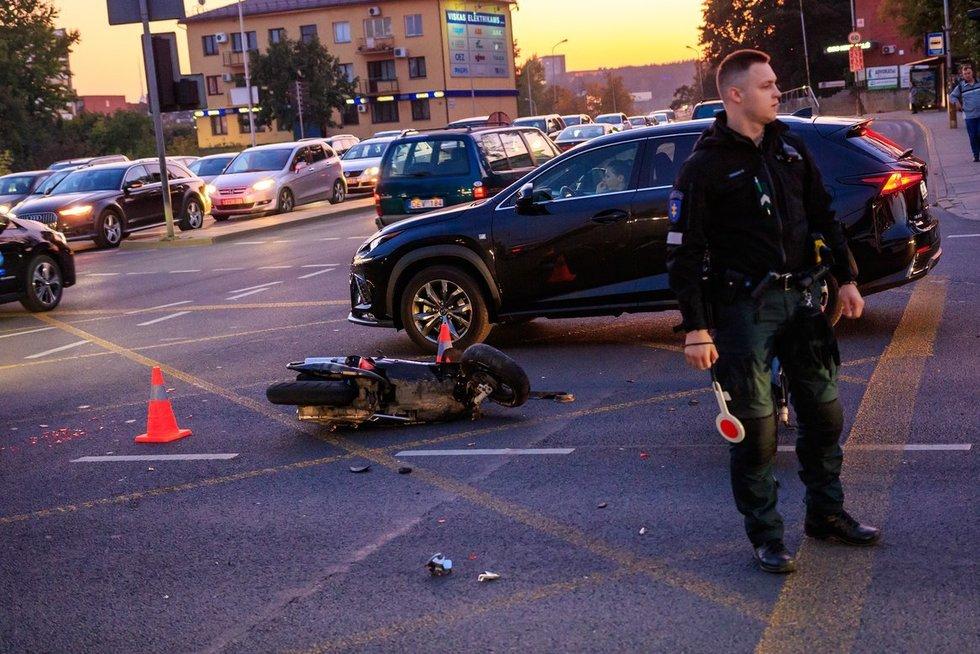 Motorolerininkų grupės avarija Vilniuje (nuotr. Broniaus Jablonsko)