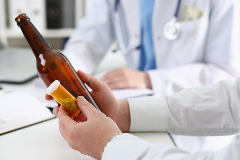 Alkoholizmo gydymas (nuotr. 123rf.com)