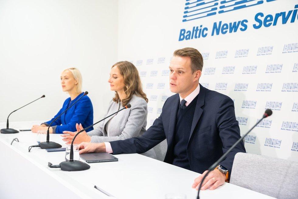 Paulė Kuzmickienė, Rasa Petrauskienė, Gabrielius Landsbergis (nuotr. Fotodiena/Justino Auškelio)