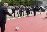 Į Rusiją atvykęs A. Lukašenka pademonstravo futbolininko sugebėjimus