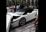 """Indijoje viešbučio patarnautojas sudaužė """"Lamborghini"""""""