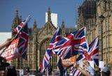 """Sunkią savaitę """"Brexit"""" išsekintoje JK baigia niūrūs perspėjimai"""
