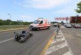 """Avarija sostinės """"Akropolio"""" aikštelėje – partrenktas motociklininkas išvežtas į ligoninę"""