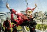 Žinomi žmonės pasiryžo ekstremaliam skrydžiui vėjo tunelyje