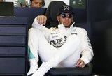 """Lewisas Hamiltonas mano, kad """"Formulei-1"""" reikia stipresnės """"Ferrari"""""""