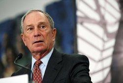 Bloombergas kiša pagalį į Trumpo ratus: pasisako už jo apkaltą