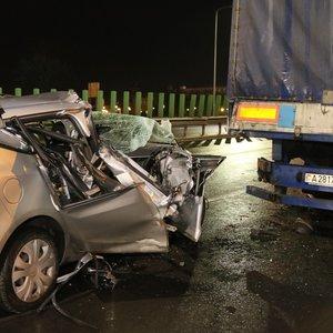Vilniaus Geležinio Vilko gatvėje automobilis rėžėsi į sunkvežimį