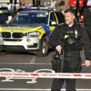 Už terorą jau teisto vyro ataka Londone privertė premjerą imtis veiksmų