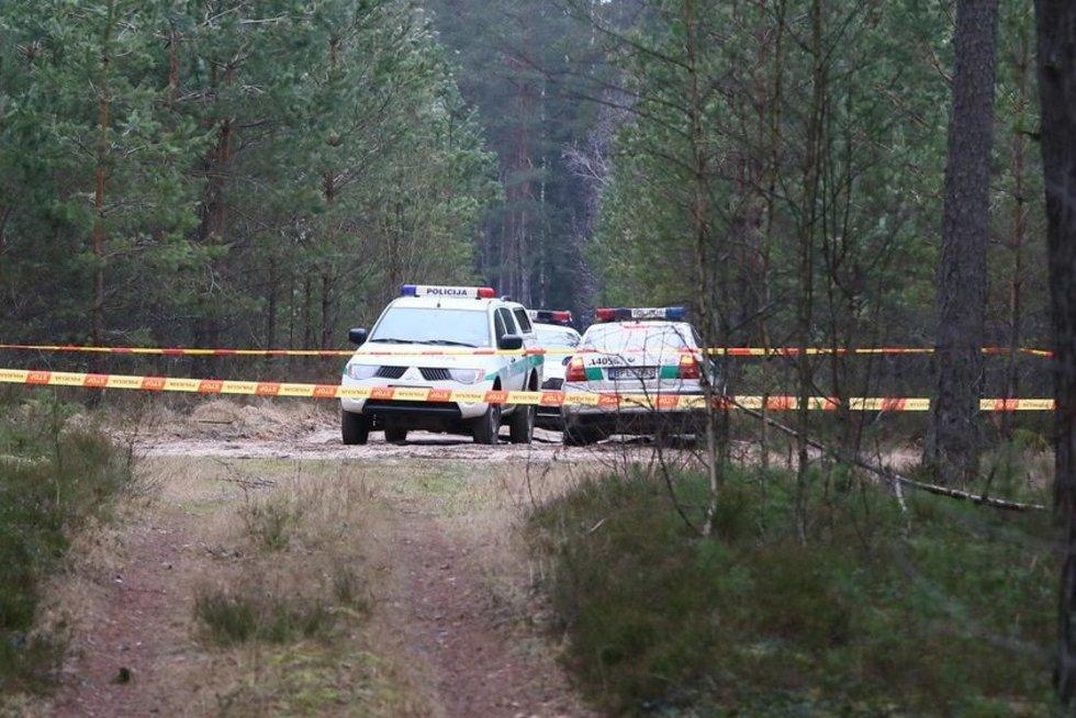 Miške Varėnos r. automobilyje rastas sudegęs žmogus (nuotr. Broniaus Jablonsko)