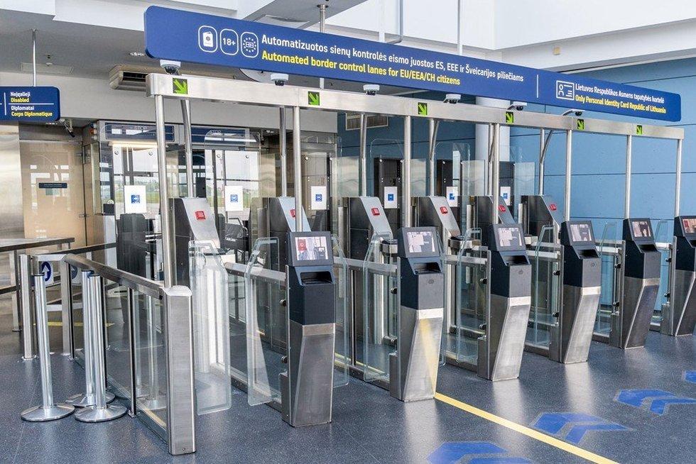 Patikros postas oro uoste (nuotr. anglija.today)