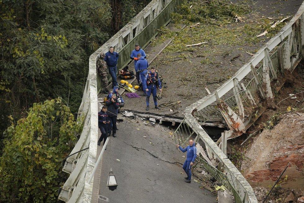 Prancūzijoje sugriuvo tiltas (nuotr. SCANPIX)