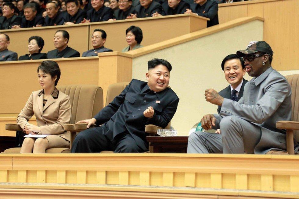 D. Rodmanas dažnai lankosi pas savo draugą Kim Jong Uną (nuotr. SCANPIX)
