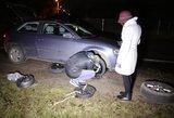 Vilniaus pakraštyje plente į atsivėrusios  duobės kraštą padangas prasikirto aštuoni vairuotojai