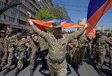 Bręstanti revoliucija Armėnijoje: atsistatydino prokremliškas premjeras