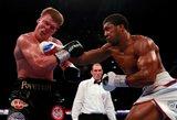 """Neįveikiamas pasaulio bokso čempionas metų kovoje """"išjungė"""" šviesą Rusijos veteranui"""