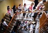 """""""Šimtukininkai"""" tapo išrankesni: abiturientai nebesiveržia studijuoti užsienyje"""