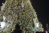 Kalėdomis sutvisko Akmenės miestas: pamatykite pirmieji jos eglę