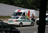 Girto vairuotojo kelionė Mažeikių rajone: apvirtęs automobilis, sužaloti trys nepilnamečiai