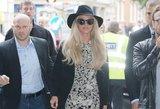 """Pamiršo kelnes? Britney Spears """"suknelės"""" trumpumas pribloškė praeivius"""