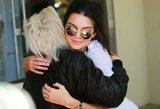 Kim Kardashian gimtadienio šventėje sesuo Kendall pasirodė be liemenėlės