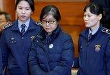 Nuverstą Pietų Korėjos prezidentę siekia įkalinti 30 metų