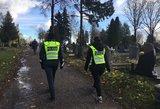 Muštynės Šiaulių kapinėse: dvi moterys ir vyras puolė vieni kitiems į atlapus