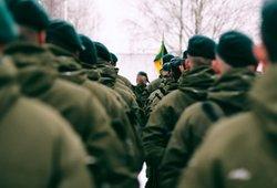 Į kariuomenę šauks jaunesnius – Seimas sumažino šauktinių amžių
