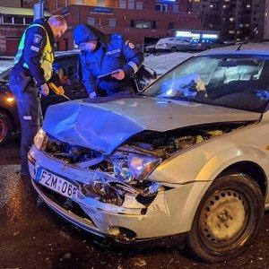"""Vilniuje priešais """"Akropolį"""" girtas vairuotojas sukėlė avariją"""
