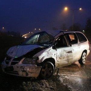 Vilniuje girtas vairuotojas atsitrenkė į vilkiką, prireikė gelbėtojų