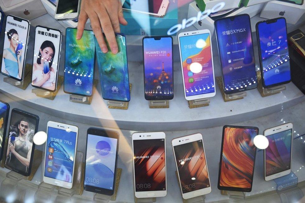 """""""Huawei"""" krizė: paaiškino, kuriuo atveju pirkėjas galėtų reikšti pretenziją (nuotr. SCANPIX)"""
