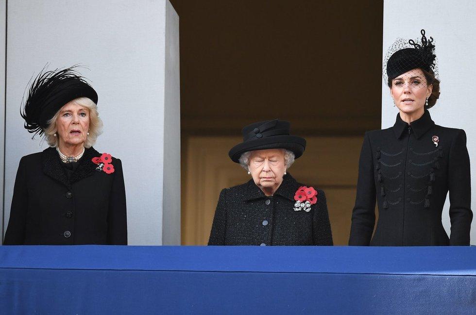 Camilla, karalienė ir Kate Middleton