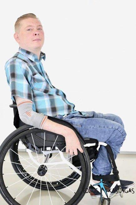 Vaidas Kuliauskas, nors juda neįgaliojo vežimėliu, visą laiką randa ką veikti.