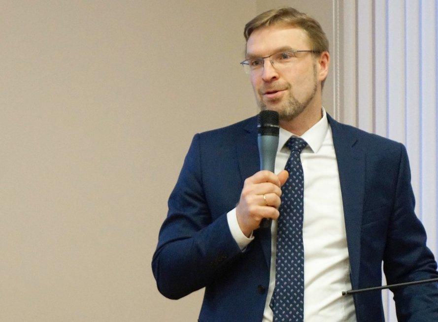 Konferenciją pradėjęs socialinės apsaugos ir darbo ministras Linas Kukuraitis priminė Jungtinių Tautų Neįgaliųjų teisių konvencijos nuostatas. Aldonos Milieškienės nuotr.