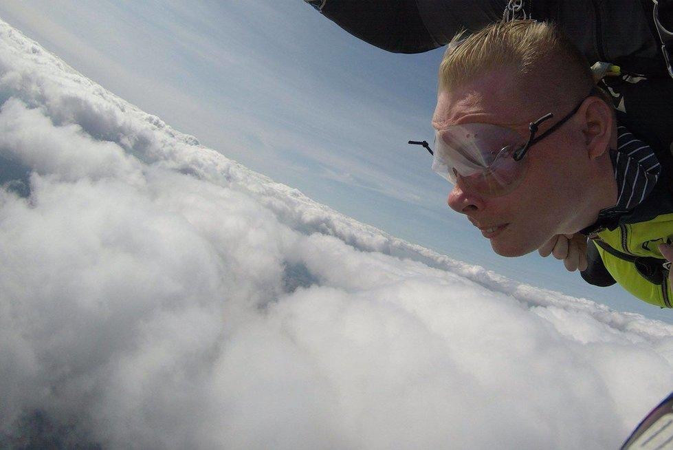 Vaidas net išbandė šuolį parašiutu.