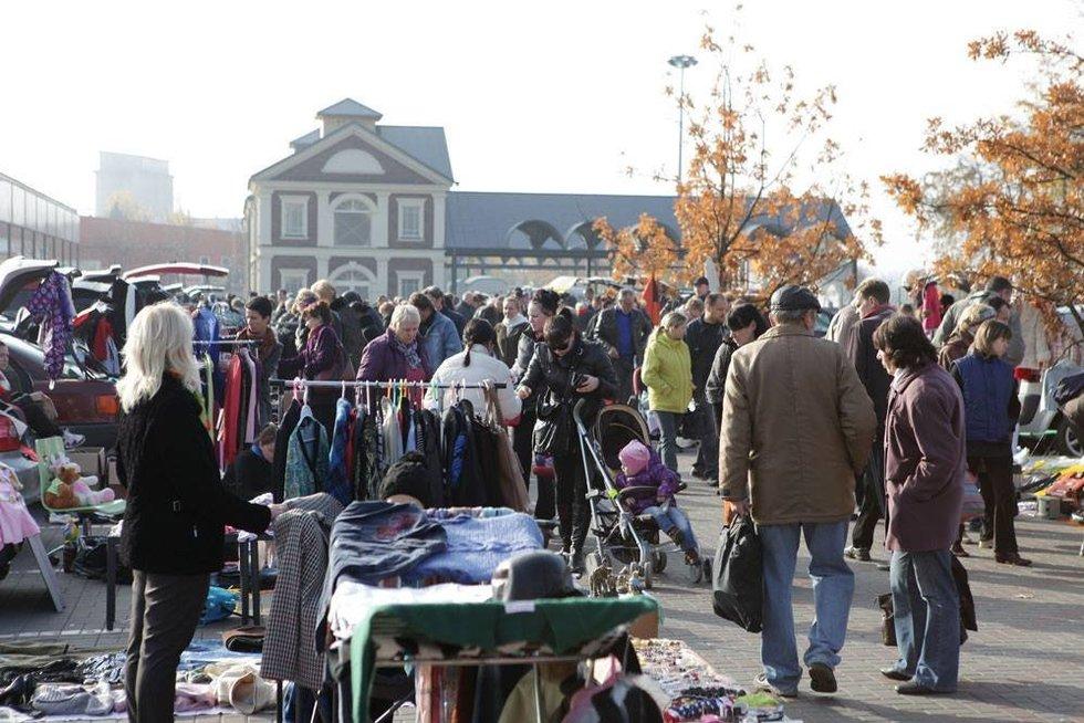 Bagažinių turgus prekybos miestelyje URMAS (nuotr. facebook.com)