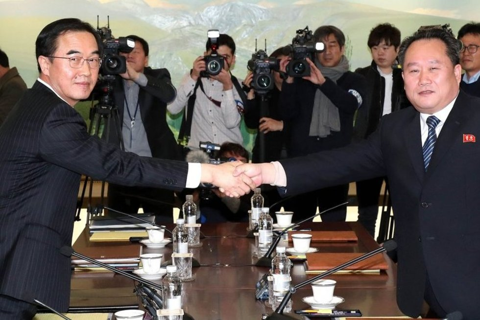 Šiaurės ir Pietų Korėjos delegacijos pradėjo pirmąsias per dvejus metus derybas (nuotr. SCANPIX)