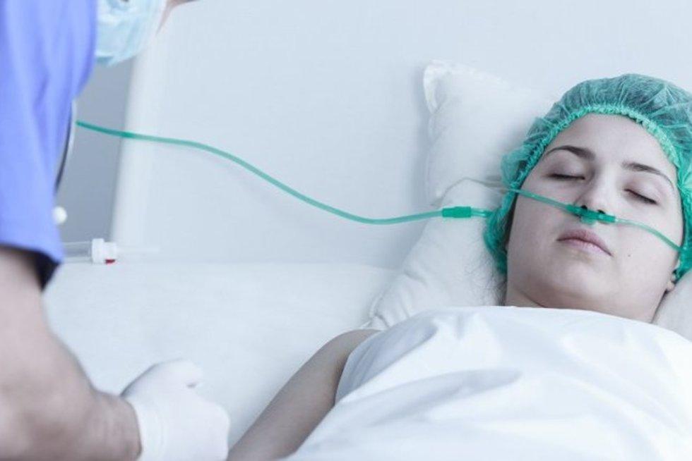Moteris ligoninėje (nuotr. 123rf.com)