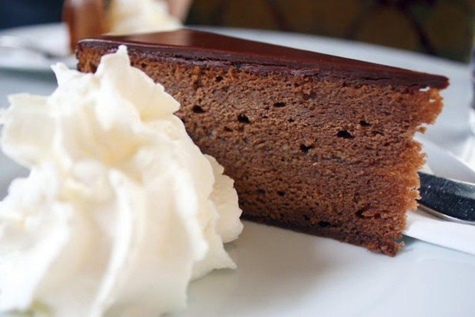Austrija. Šokoladinis pyragas, gaminamas nuo XV a.  (nuotr. Gamintojo)
