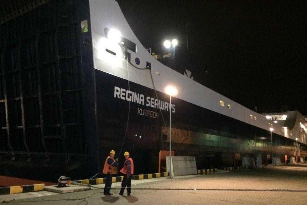 Baltijos jūroje liepsnojęs keltas jau Klaipėdos uoste: žmonės nenukentėjo (nuotr. KAM)