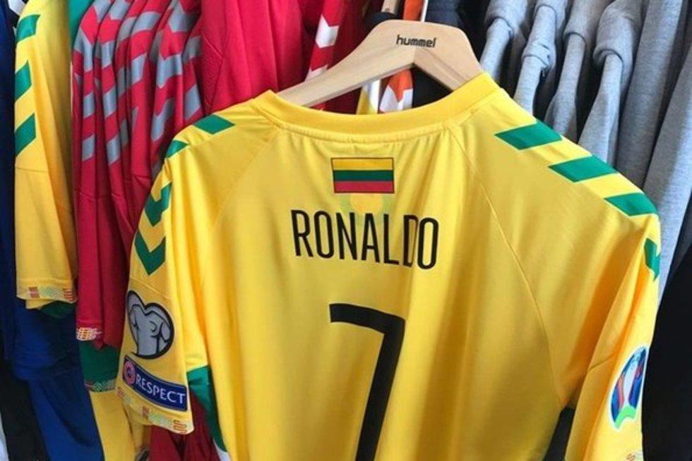 C. Ronaldo marškinėliai (nuotr. facebook.com)